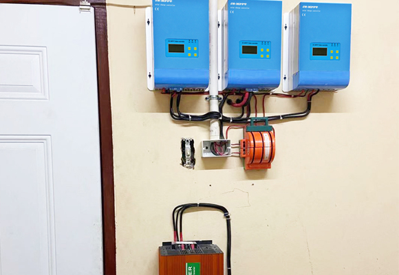 Solar Inverter and MPPT Solar Charge Controller For Solar Power System